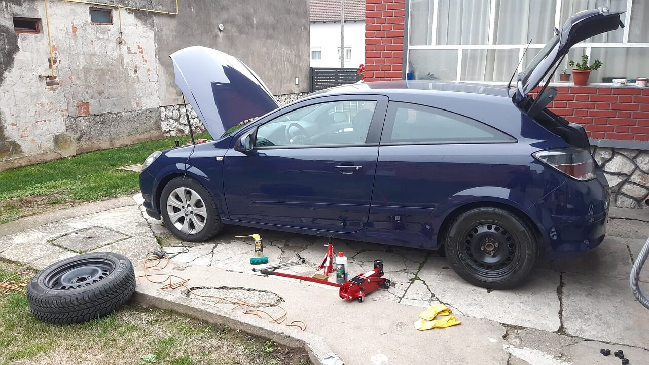 Opel Astra H -promjena guma